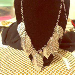 Pretty silver tone leaves necklace